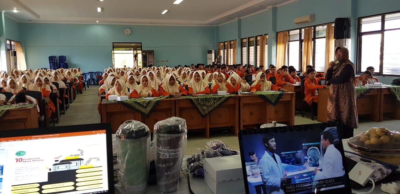 Kuliah Tamu motivasi berprestasi untuk siswa Prodistik di MAN 1 Ponorogo